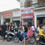 Rửa xe máy tự động tại chợ truyền thống