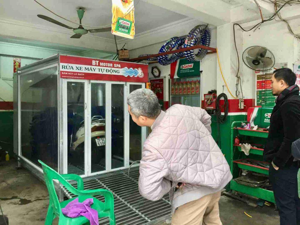 """Xem máy rửa xe tự động """"Made in Việt Nam"""""""